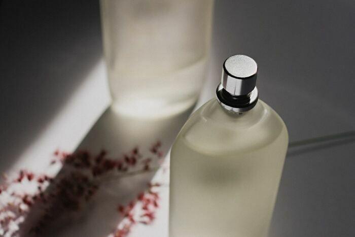 毛穴の角栓には拭き取り化粧水を使う!厳選した3つのおすすめも紹介