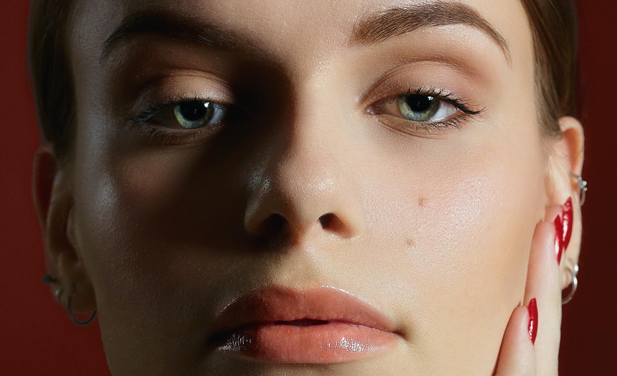 肌のくすみを徹底調査!5つの原因と改善方法まとめ
